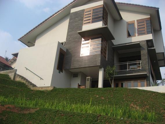 Villa AN-12A Sideview